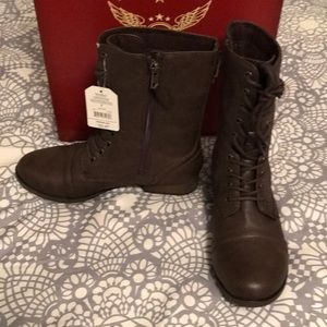 New in box Faded Glory brown zip up combat boot 7